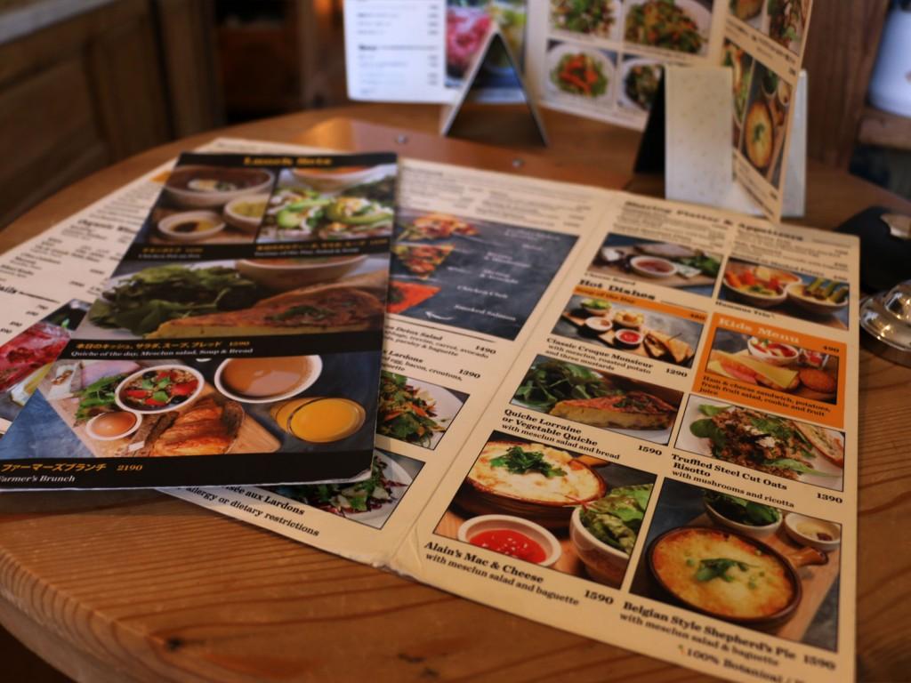 日本語と英語2種類のレストランのメニュー